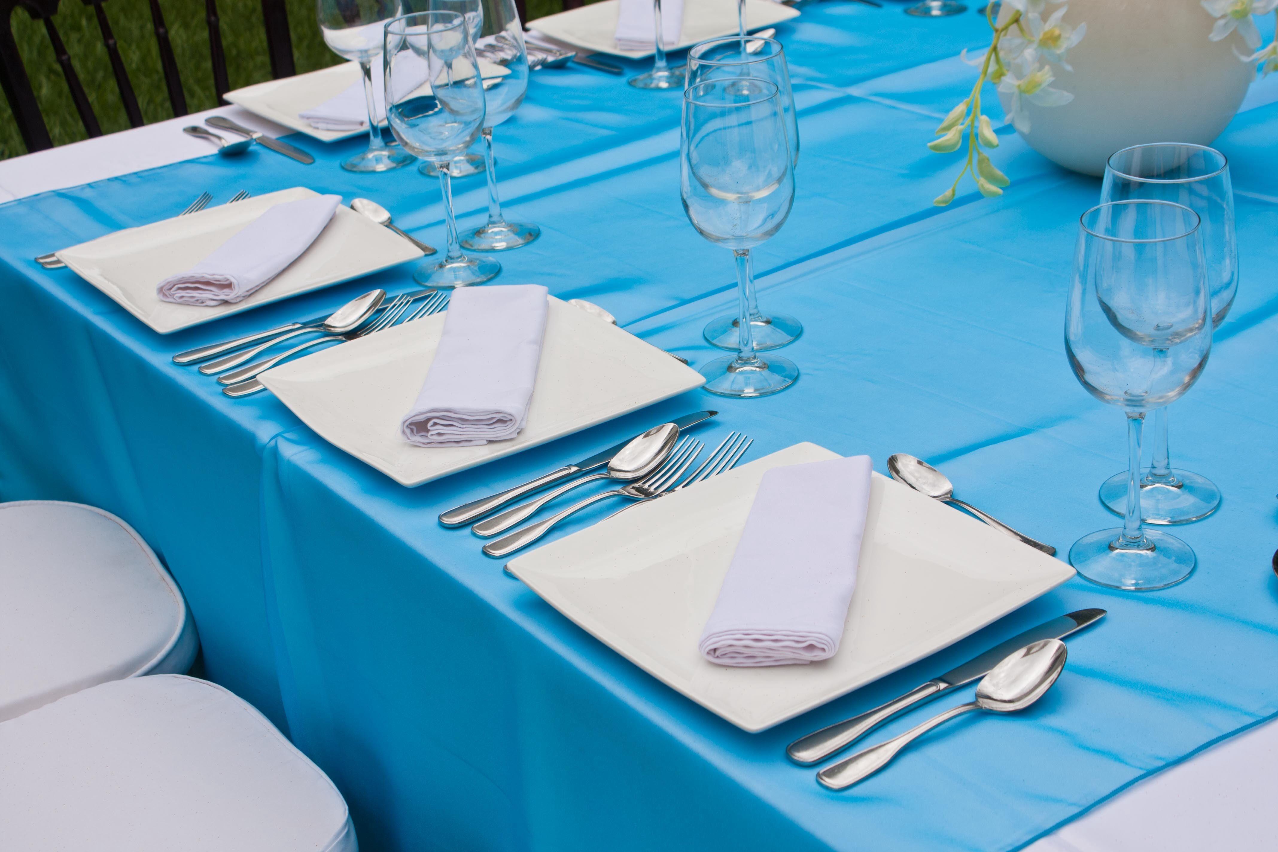 Camino de mesa de organza color azul turquesa ancho for Caminos para mesas redondas