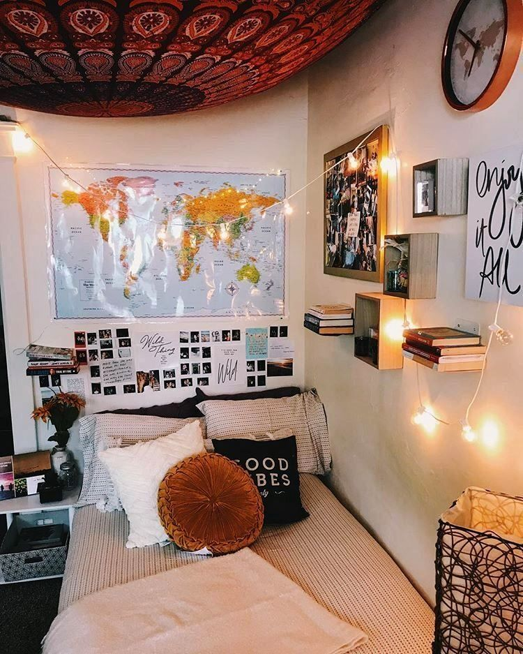 Looking For The Best Fashion And Design Tips From Retro Vintage And Modern All These Kind Of Styles C Dorm Room Decor Dorm Room Inspiration Dorm Room Walls