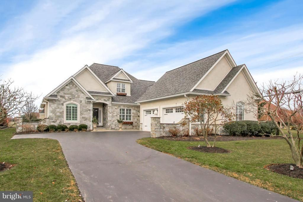 1146 S Lefever Drive, Lititz, PA 17543 Immaculate and well
