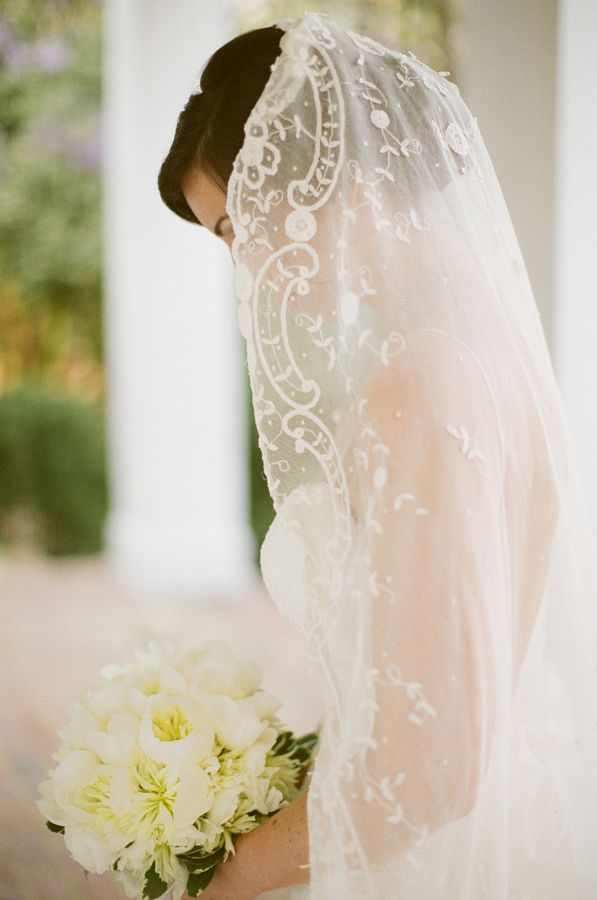 Lace Veil: Photo by Ashley Seawell Photography via Snippet and Ink