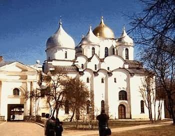 Santa Sofía de Novgorod - built in 1045-52 when Velikiy Novgorod was an important city predating Moscow and St. Petersburg.