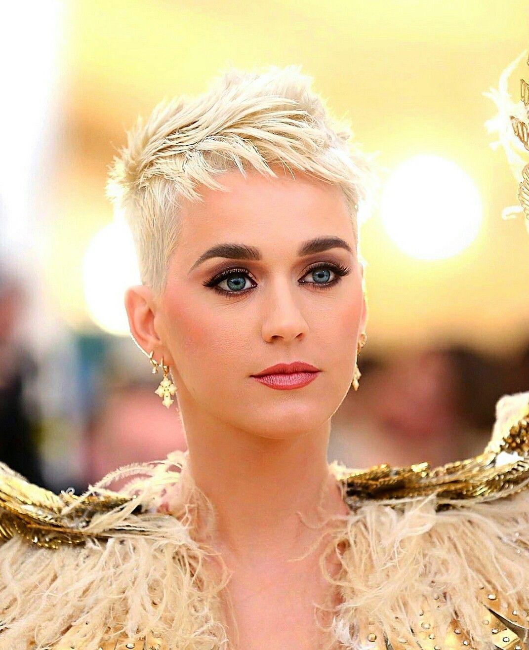 Tagli capelli corti donne 2019 foto