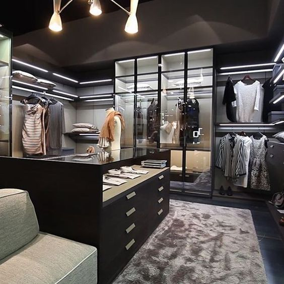 Rooms Store: This Walk In Closet Looks Like A Fitting Room At A