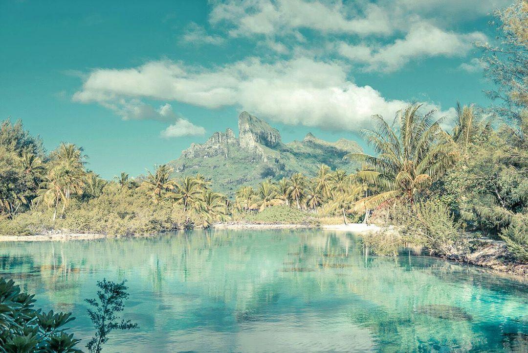 "HeleneH on Instagram: ""Away from it all 🌊🛶🌴 #borabora #boraboraisland #travelgram #instatravel #destination_wow #fubiztravel #pastelcolors #boraboraisland…"""