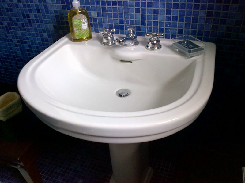 Blue bathroom lavabo