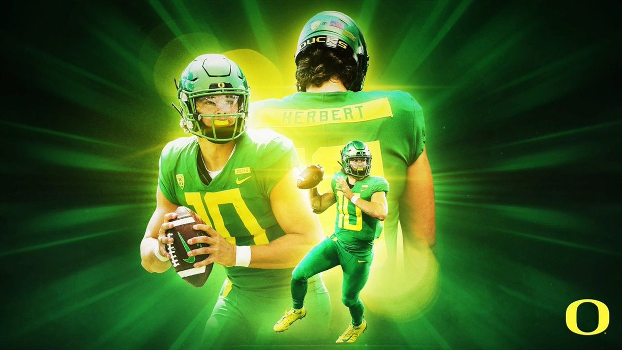 Oregon Quarterback Justin Herbert Announces He Will Return Next Season In 2020 Oregon Ducks Chiefs Football Oregon