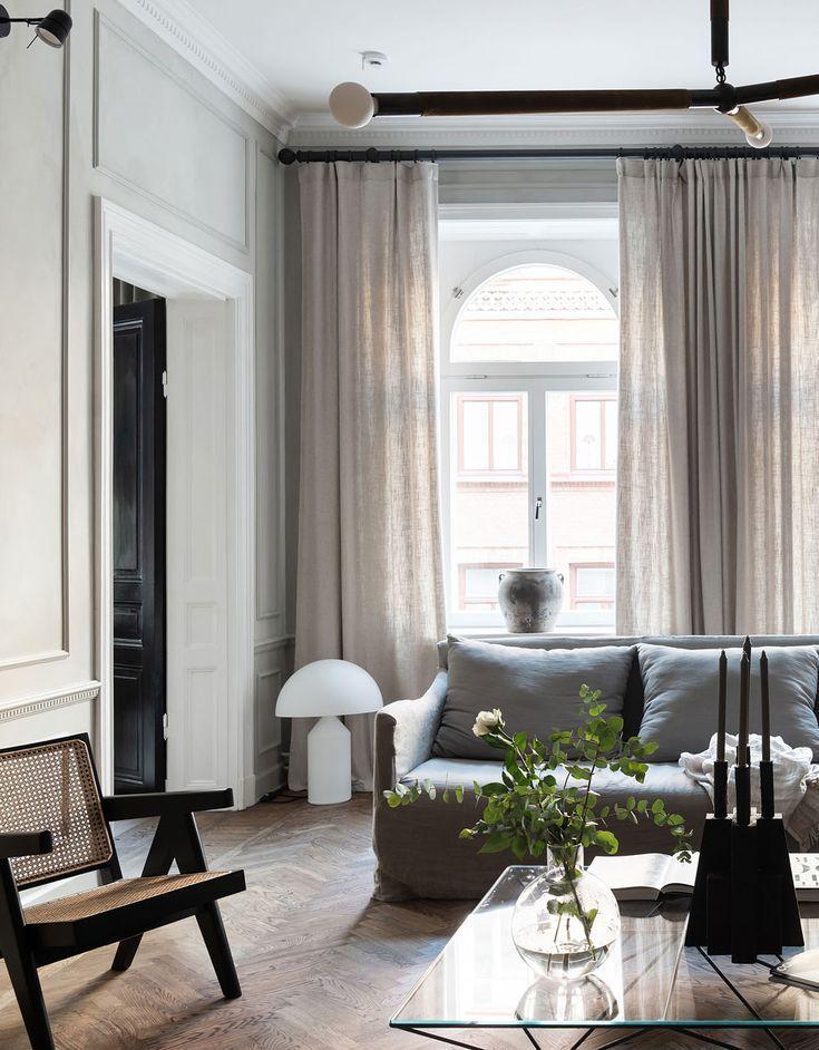 Photo of In einem anspruchsvollen und klassisch schönen Haus, das das Konzept des lebens…