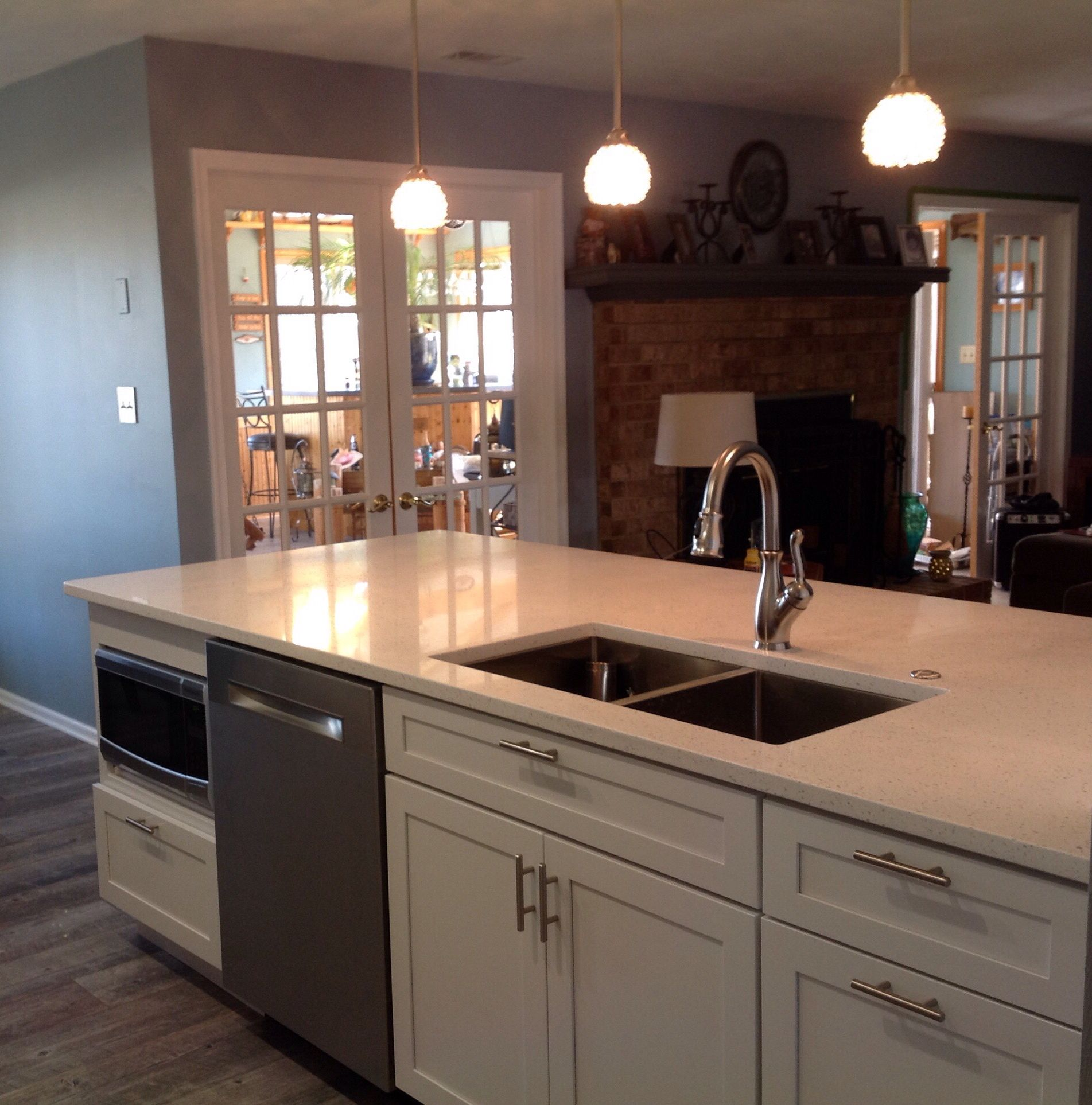 Best Quartz Countertop White Ice White Kitchen Renovation 400 x 300