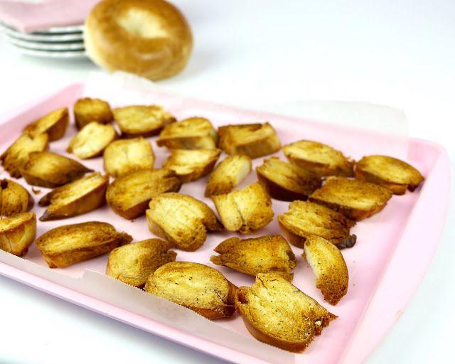 Lindsay Ann Bakes: Homemade Baked Bagel Chips