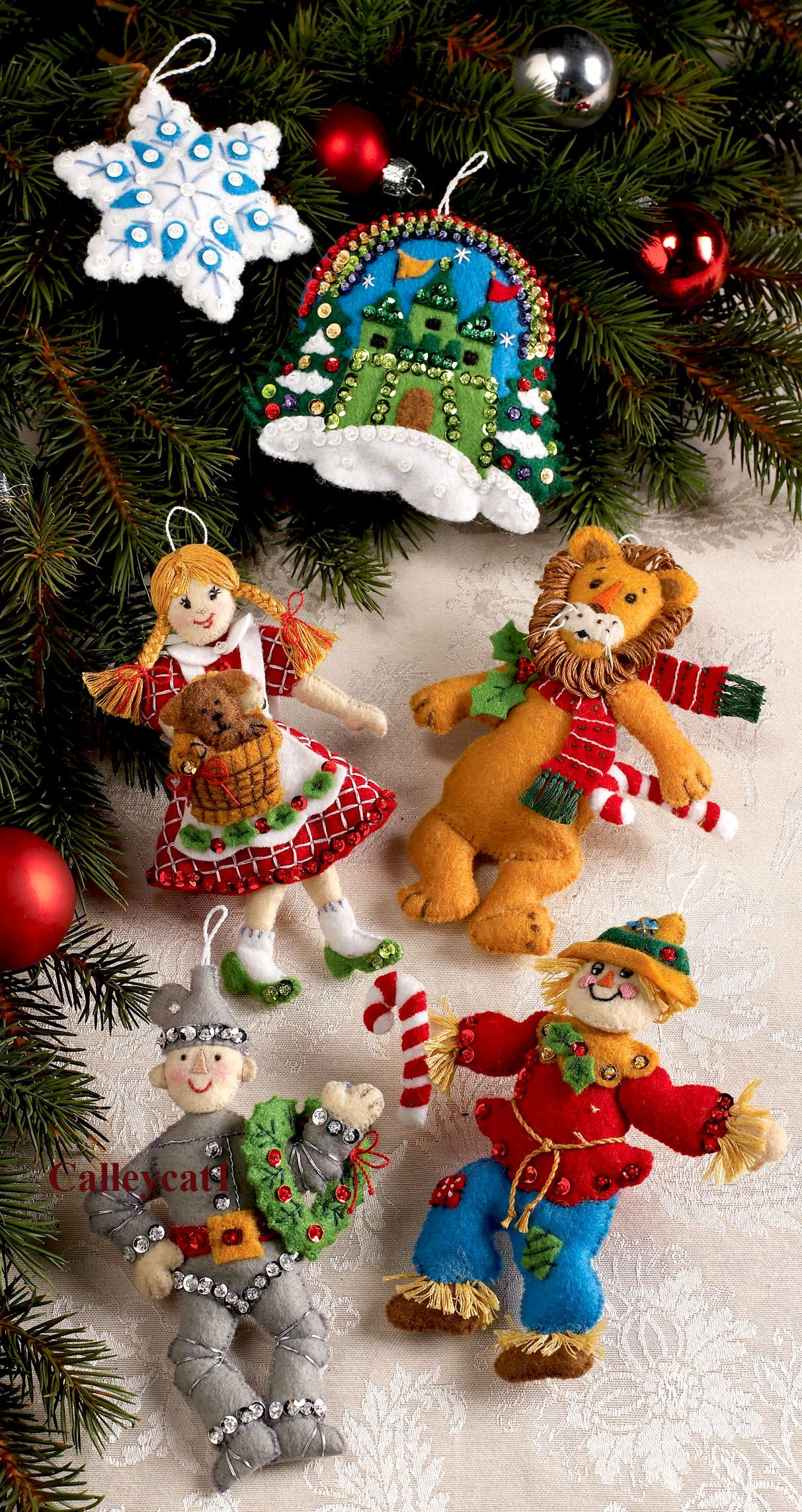 Christmas In Oz Bucilla Felt Ornament Kit 86203 Fth Studio International Felt Christmas Ornaments Christmas Ornament Crafts Felt Ornaments