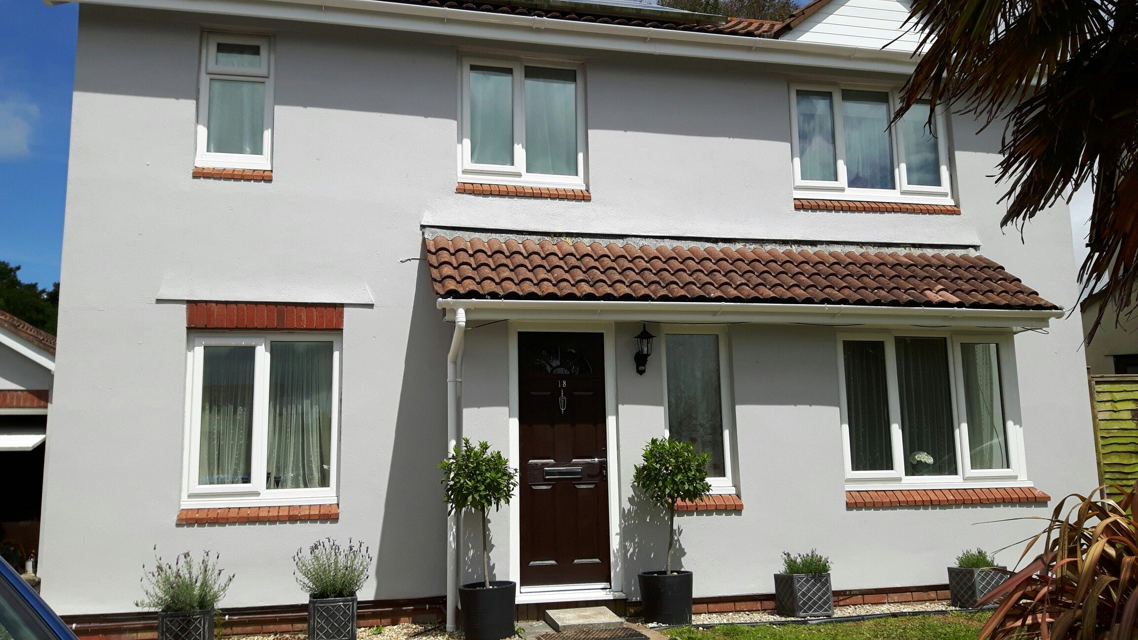 House painted in sandtex gravel masonry paint fascia has - Average cost for exterior house painting ...