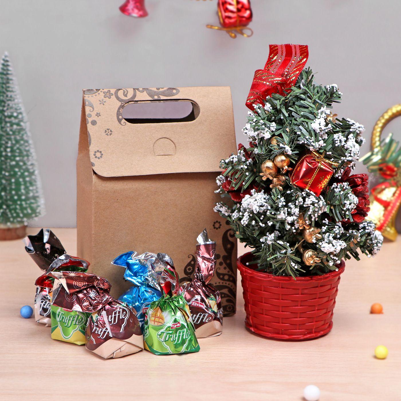 Christmas Tree With Truffle Chocolates Gift Send Christmas Gifts Online M11108431 Igp Com Online Christmas Gifts Send Christmas Gift Buy Christmas Gifts