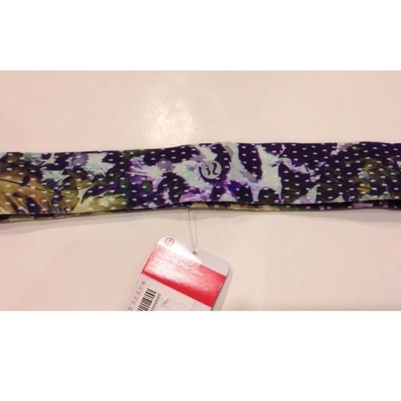 New lululemon skinny tamer headband floral sport Brand New with tags Lululemon athletica  Skinny fly away tamer headband Floral sport white multi FSWM  Classic headband made with luon fabric with velvet bonding. lululemon athletica Accessories Hair Accessories
