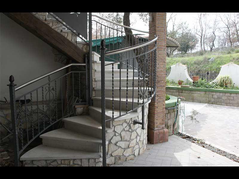 #ringhiera in #ferro battuto per #scale esterne.