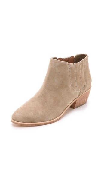 Joie suede bootes: http://rstyle.me/n/bcikdybe9e