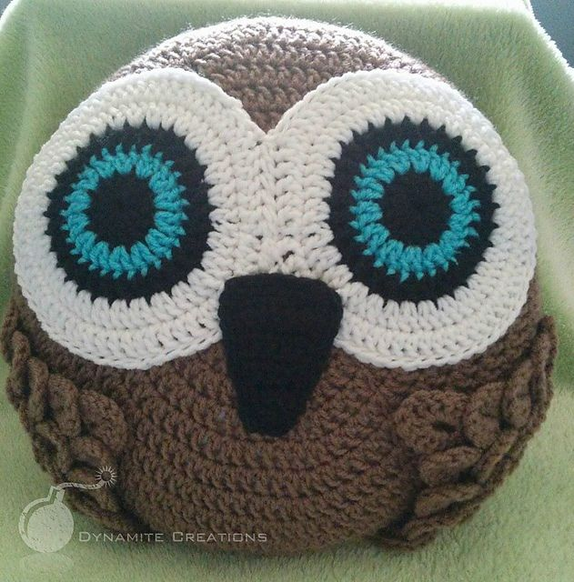 Owl Pillow pattern by Chellsea Hernandez | Eule, Kissen und Häkeln