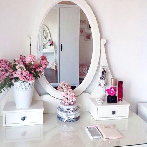vanity feminine and simple schminktische pinterest schminktische wohnideen und rund ums. Black Bedroom Furniture Sets. Home Design Ideas