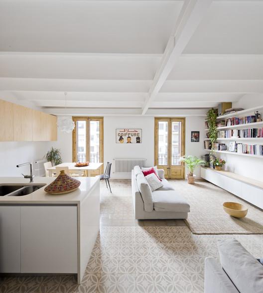 Apartment Refurbishment / Anna  Eugeni Bach | ArchDaily