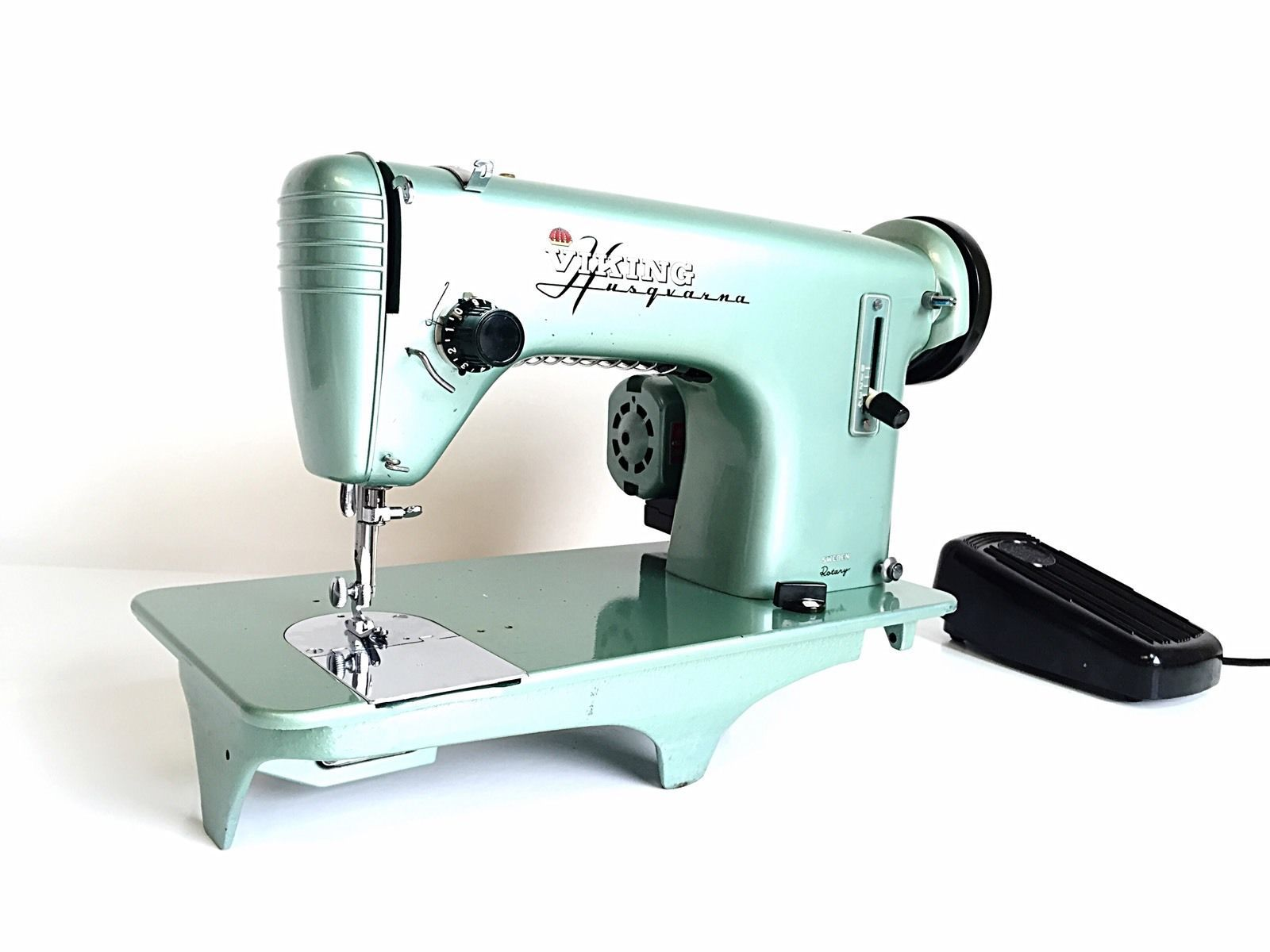 WOW HUSQVARNA Viking Semi Industrial HEAVY DUTY Sewing Machine SOLID &  RELIABLE in Crafts, Sewing