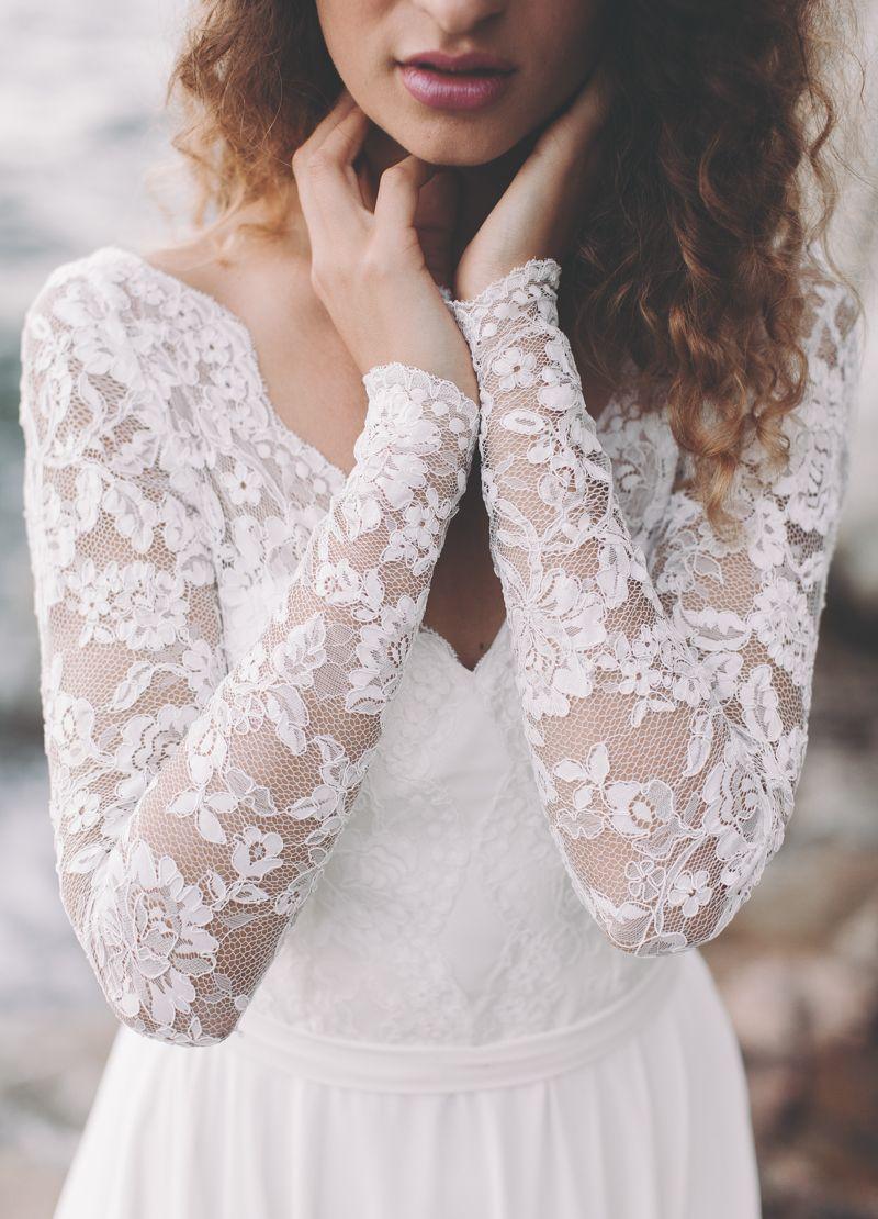 Dieses Brautkleid aus Spitze besticht durch liebliche Eleganz und zarte Besonderheiten Die