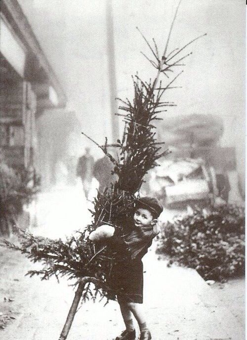 Vintage Christmas Photo - I'd love to buy this, make enlarged copies and use the copies as gift wrap! So sweet!