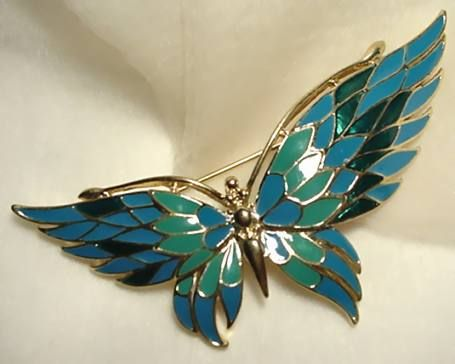 Enameled butterfly in shades of sea signed trifari for Pesce rosso butterfly