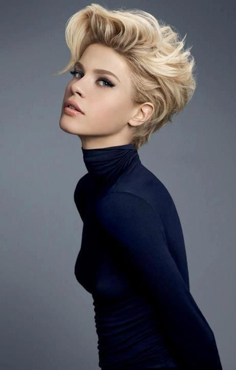 Thinking of a cut like this for summer No blonde though pelos