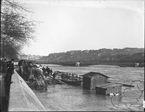 Inondations De Lyon 1896 Le Pont Lafayette Lors Des Crues Du Rhone Photographie Rhone Lyon