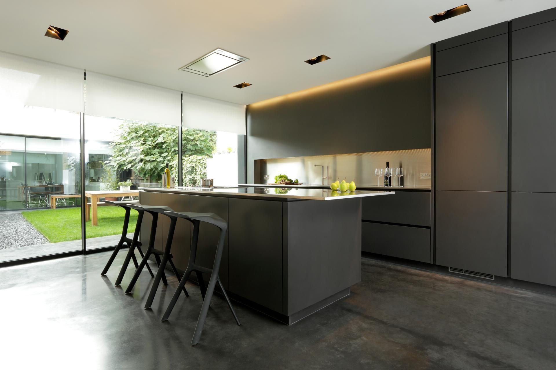 Snowdowne Alno Star Fine Graphite Matt A Smooth Texture And Matt Lacquered Surface Provides A Contemporary And Sleek Finish D Kitchen Cabinet Design Kitchen Design Grey Kitchen Cabinets