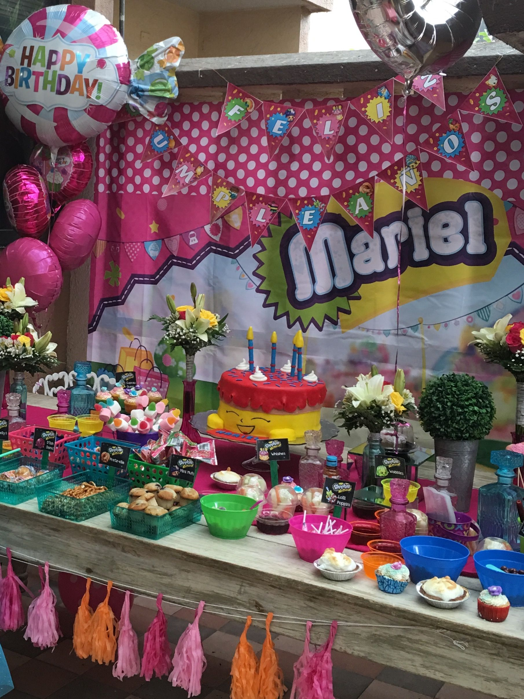 Mesa para el pastel acompa ada de dulces y picositos a - Mesas dulces para ninas ...
