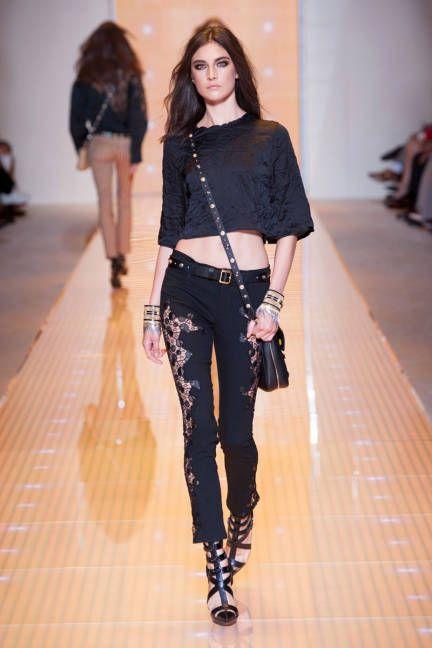 Versace - skinny jeans + loose midriff shirt