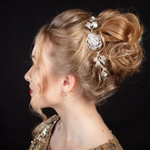 40 Sparkly Christmas And New Year Eve Hairstyles Medium Hair Styles Christmas Hairstyles Hair Styles