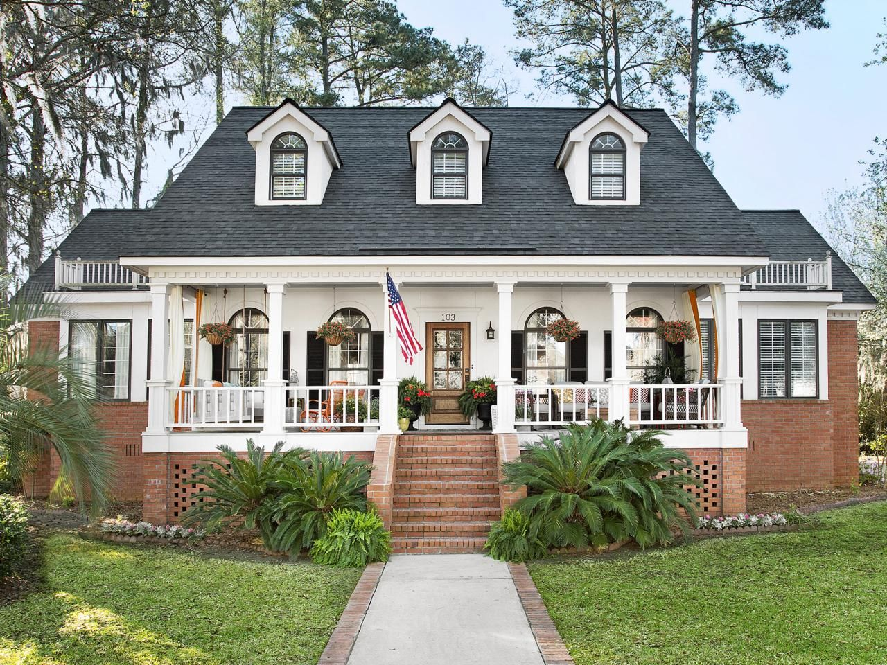 Porch Design and Decorating Ideas | Amerikanische häuser, Terrasse ...