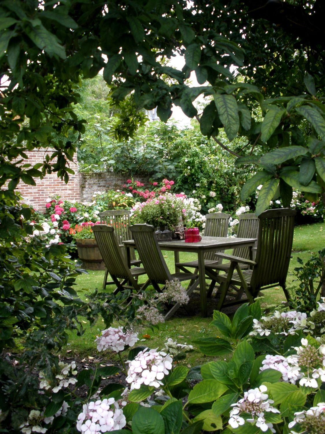 A Any Paradise Makes Garden