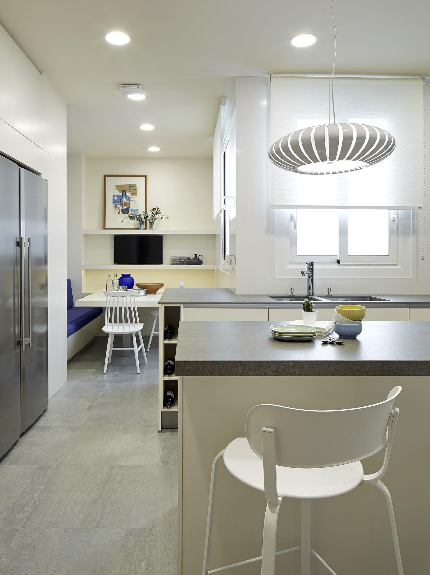 Molins interiors arquitectura interior interiorismo for Banco rinconera cocina blanco