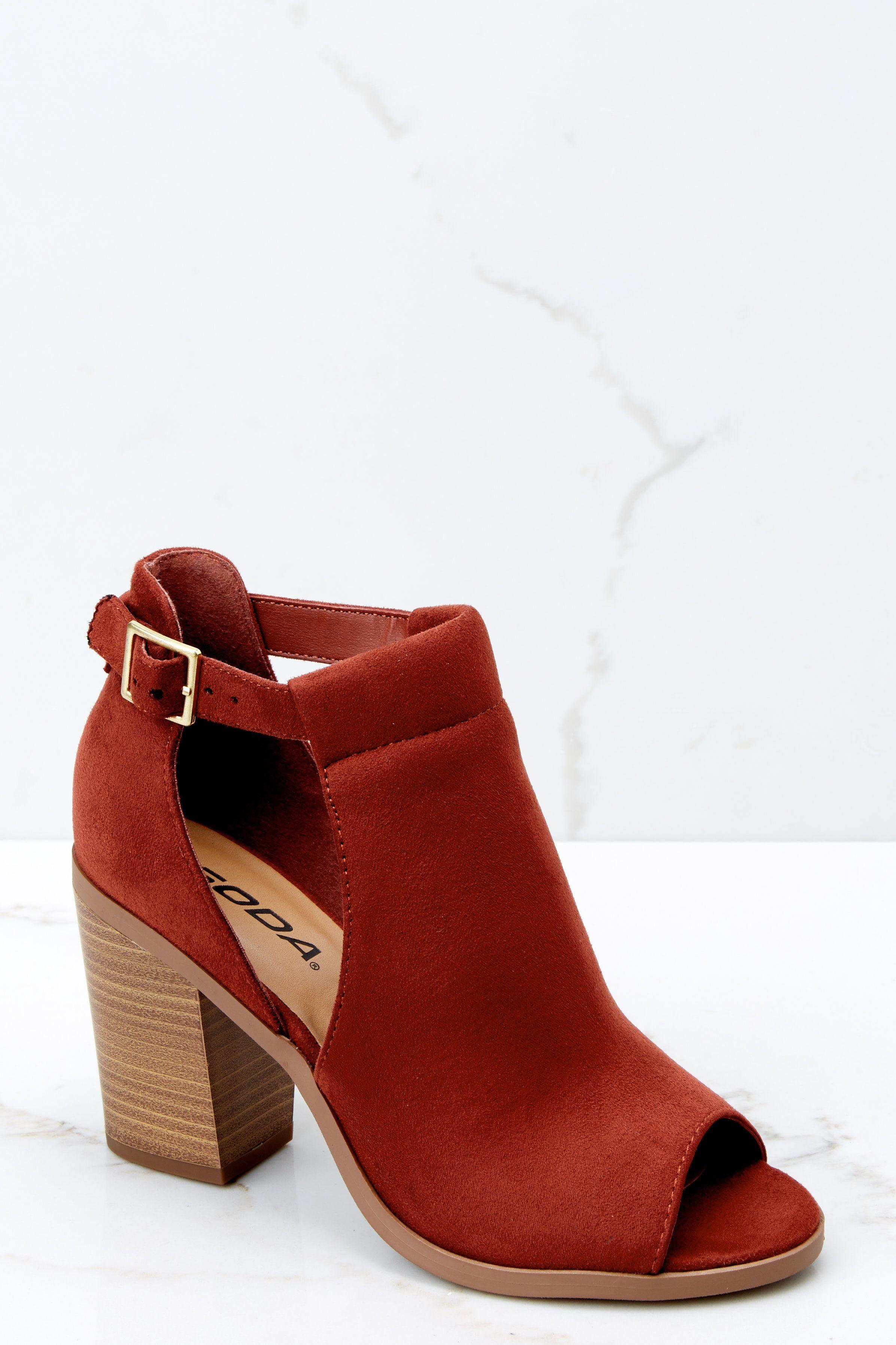 2019 year look- How to peep red wear toe heels