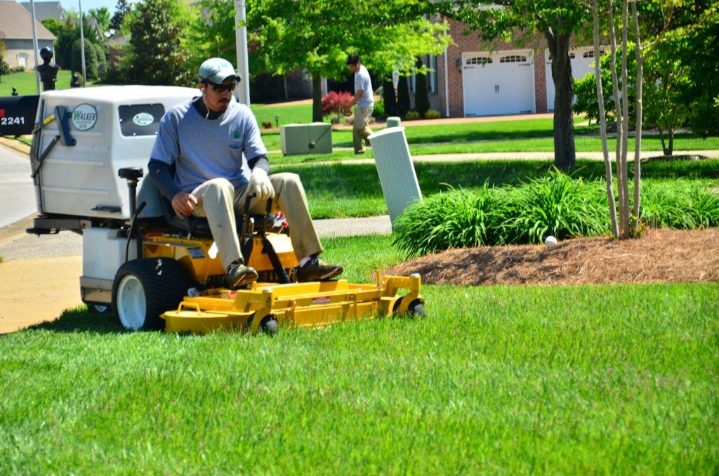 [2018 Update] How to Hire the Best Employees for Your Lawn
