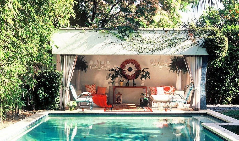 A Picture-Perfect Pool House!