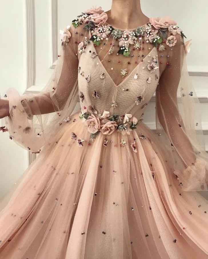 Photo of Una diseñadora crea vestidos tan hermosos que cualquier mujer podría vender su alma por uno de ellos