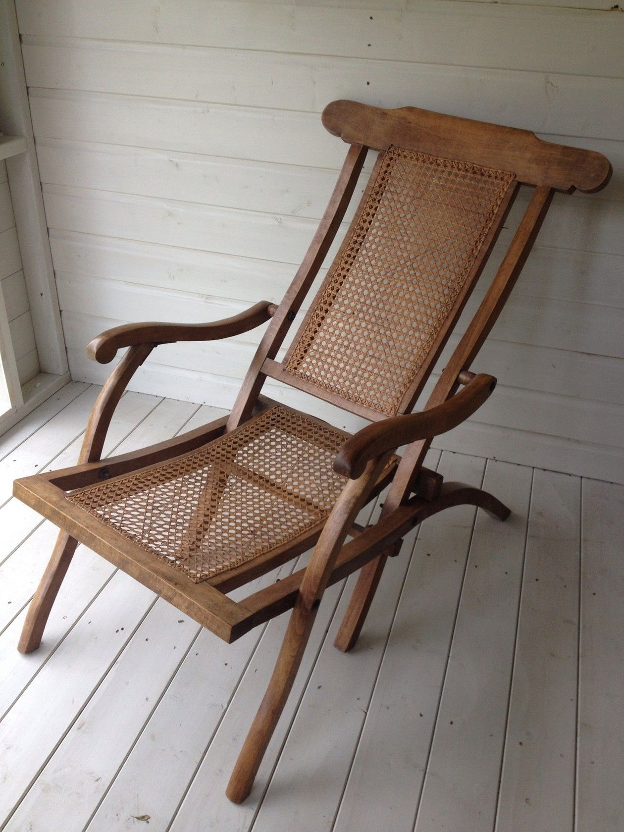 ANTIQUE WOODEN U0026 RATTAN FOLDING STEAMER CHAIR   COLLECTION ONLY CAN NOT POST