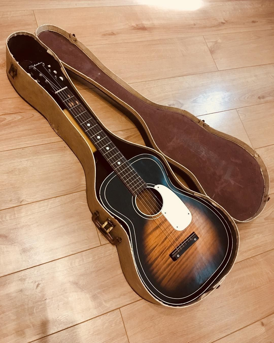 Beautiful Old Silver Tone Acoustic In For A Repair Love These Quirky Little Guitars So Much Character Silvertone Luthier Guita Guitar Acoustic Guitar Tech