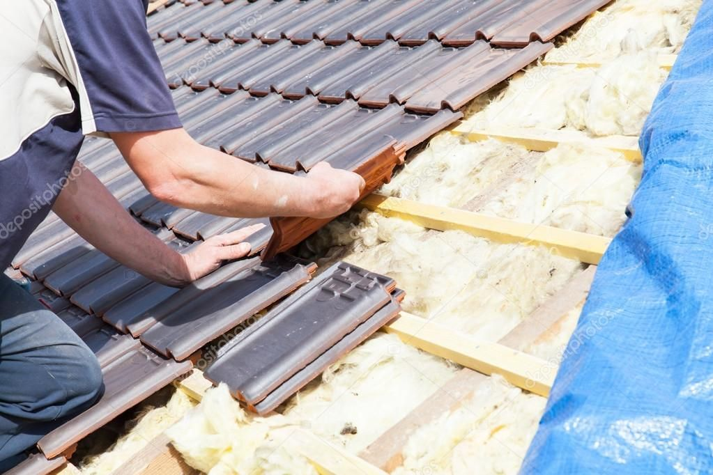 Roofer Laying Tile On The Roof Stock Photo Affiliate Tile Laying Roofer Photo Ad