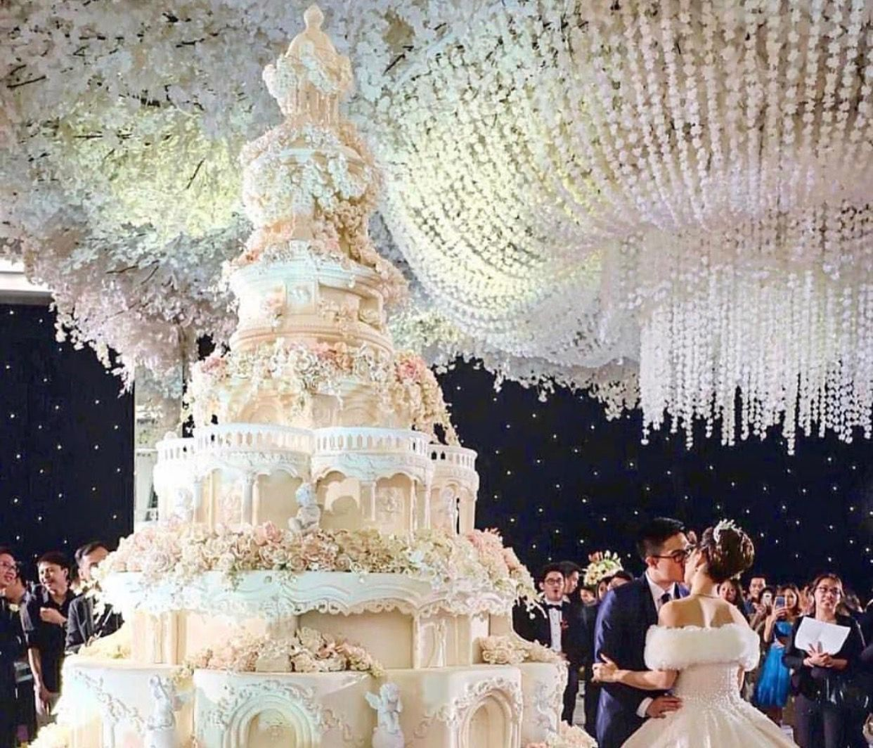 The biggest wedding cake EVER! (With images) Huge