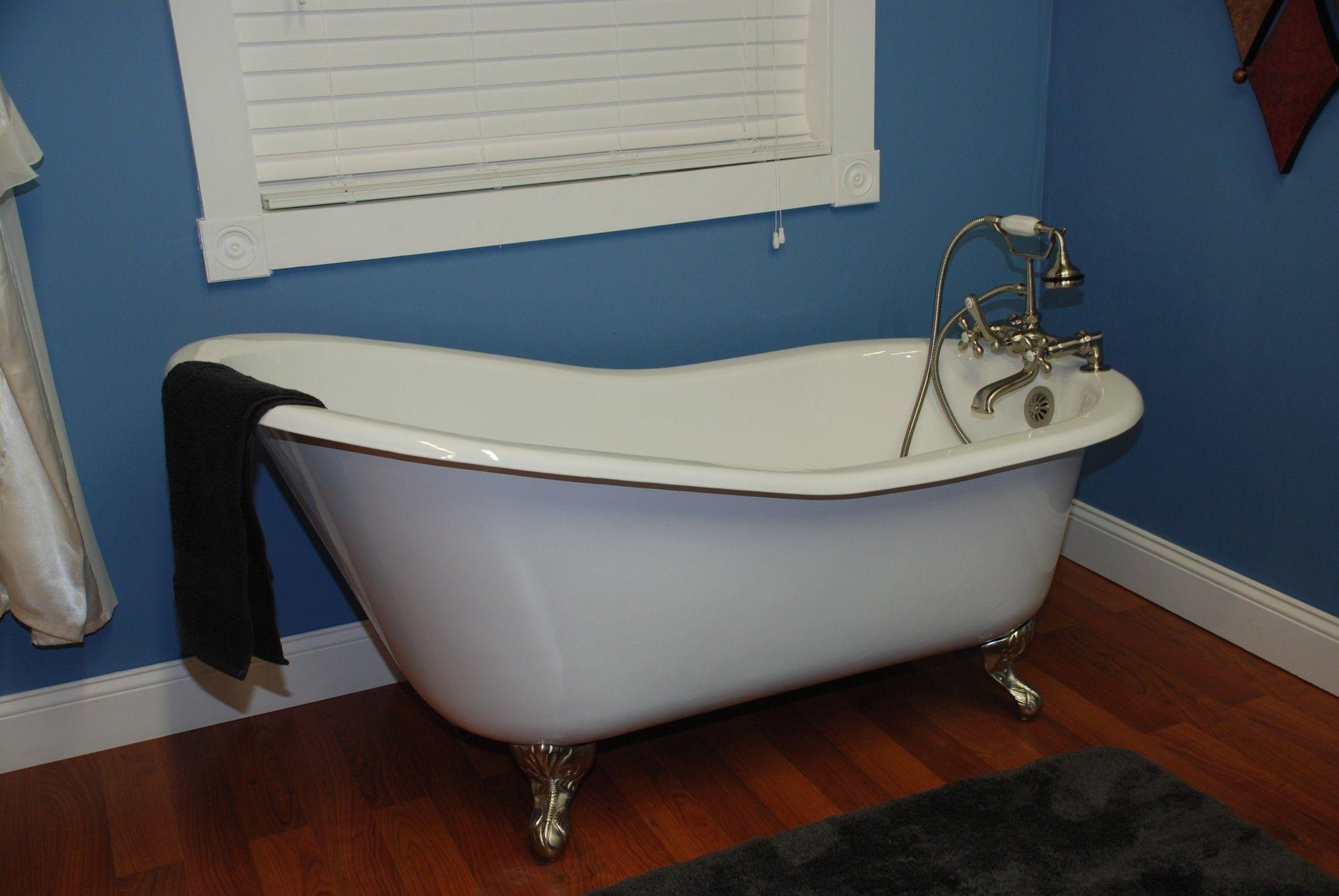 "Cambridge Plumbing 67.25"" x 22.25"" Baron Slipper Tub"