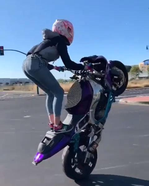 Street Intersection Wheelies On Kawasaki Ninja ZX6R