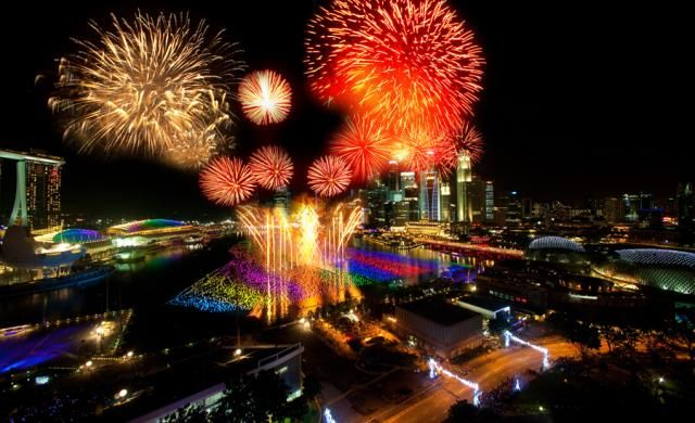 Singapore Nightlife An Alluring Experience New Year Fireworks New Years Eve Events Fireworks