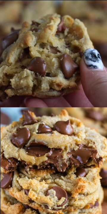 GIANT Chocolate Chip Cookies (Levain Copycat) #quickcookierecipes