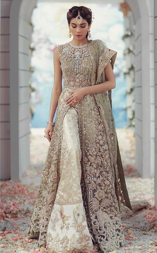 Für Bestellungen und Anfragen senden Sie bitte eine E-Mail an evincehautecoutur… 8453099044 Auf Bestellung bridal wear #indiandesignerwear