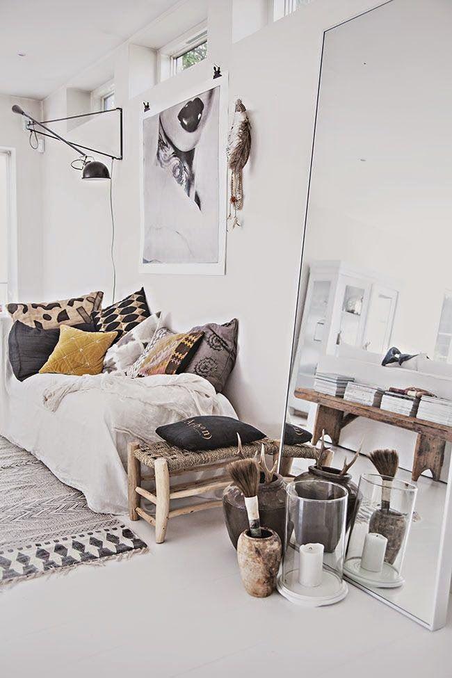 Een staande spiegel in je woonkamer Een staande spiegel in je ...