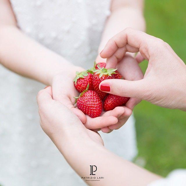 Auguri a tutte le mamme ma alla mia in particolare. Grazie per aver creato questo gioiello! #festadellamamma #ig_masterpiece #strawberries #splendid_shotz #stellerstories #splendid_people #photo_best11 #alalamiya #allshots_ #dream_image #daughter